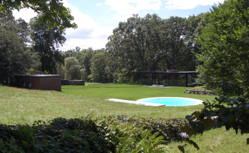 The deployment of objects in the landscape at Philip Johnson's compound.
